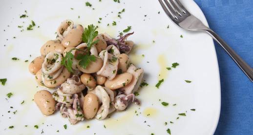 Insalata di calamaretti e fagioli di Spagna