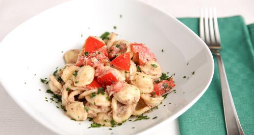 Orecchiette con crema di tonno e olive