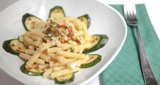 Sedanini freddi con zucchine pistacchi e pecorino